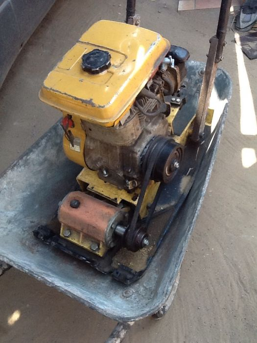 Alugo placa compactadora I betoneira,gerador