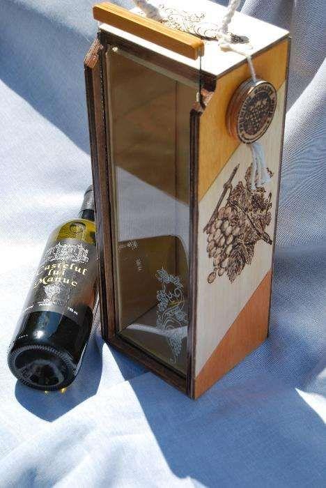 Cutie din lemn pentru sticla de vin-un cadou autentic