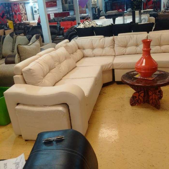 Sofa tipo L. LARONY importado material:soft leatherette