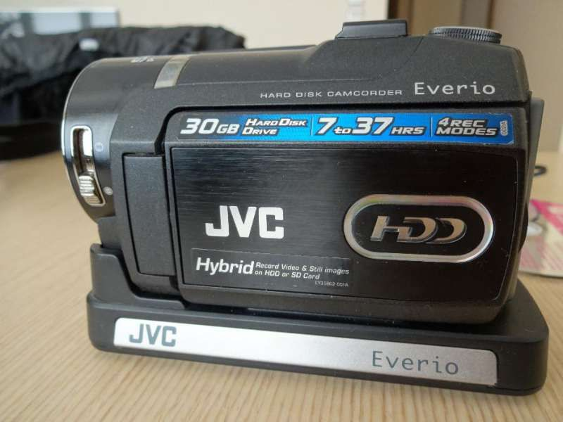 Продавам видео камера-хибрид JVC GZ-MG555 Everio G Hybrid HDD / SD (HC
