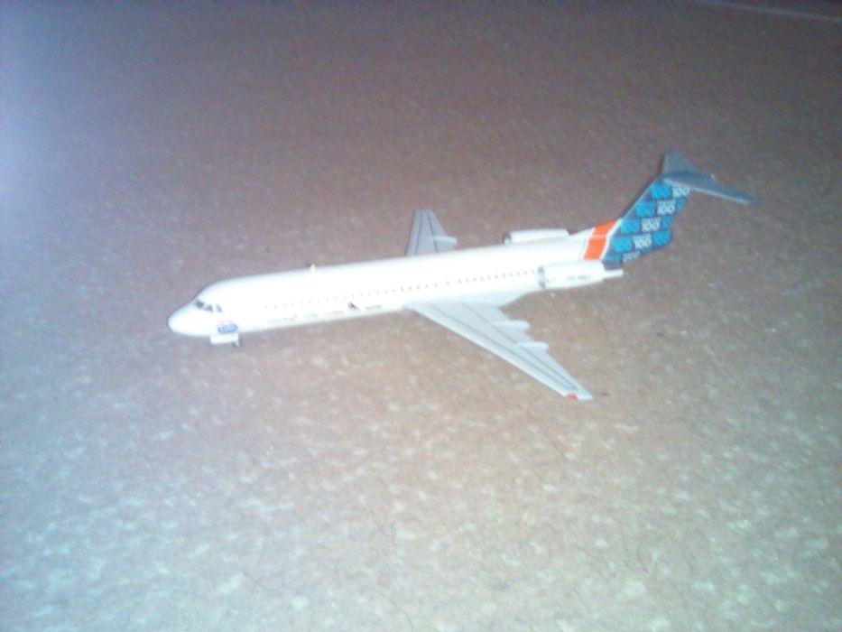 Продам модель самолета Fokker-100 М 1/144