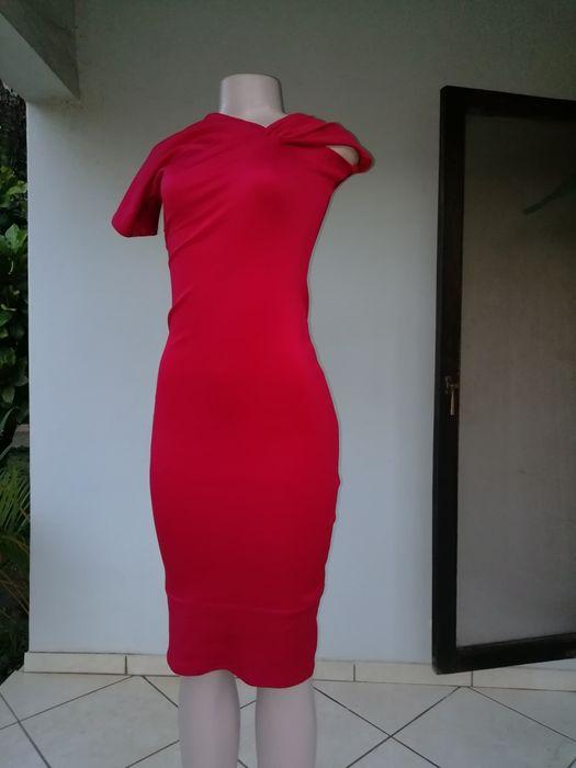 Vendo vestido curto vermelho