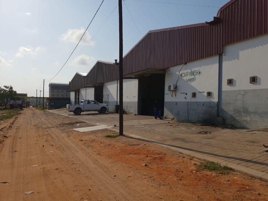 Arrendo armazém novo com 550 m2 na zona do Zimpeto depois do pick