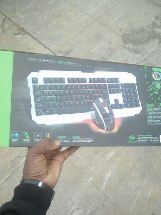 Teclado e Mouse Gamer luminoso último stock