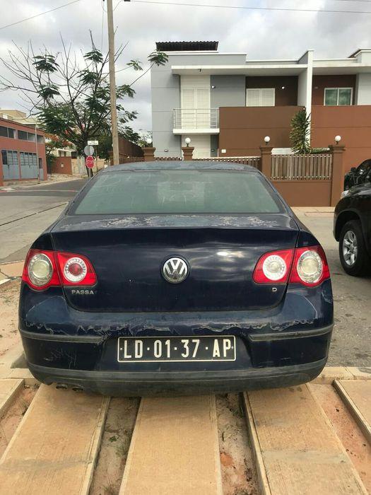 Volkswagen Passat em bom estado de uso manual gasolina 1.300.000 kz