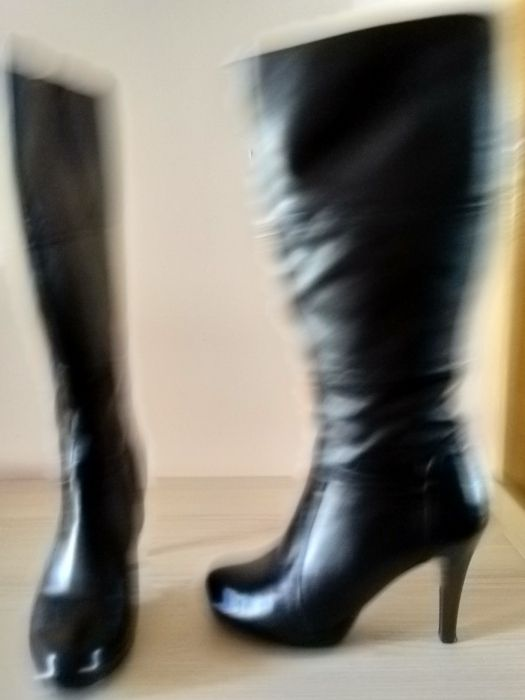 Vând cizme dama cu toc , mărimea 39