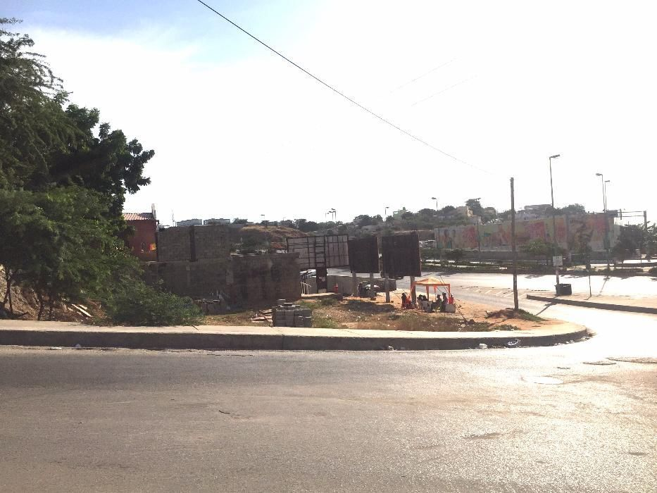 Vende-se Terreno A Beira Da Estrada
