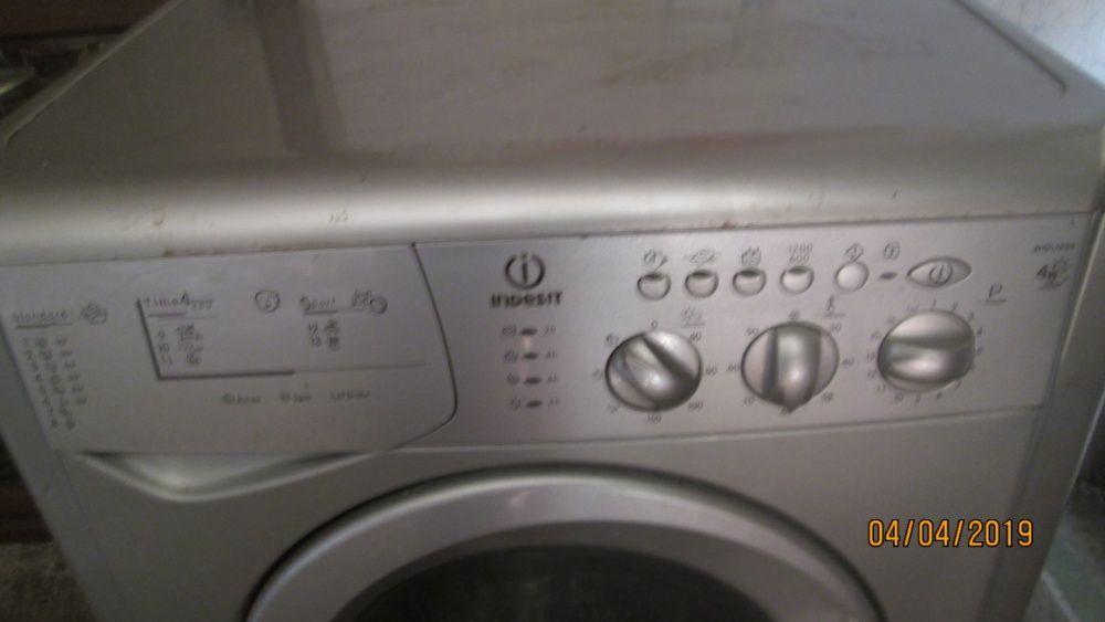 Продавам пералня със сушилня Индезит