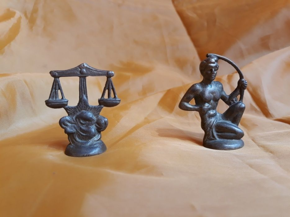 Vand lot 2 mini-figurine vechi zodiacale din bronz masiv