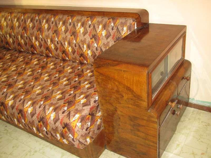 Канапе с витрина от 1930 г.