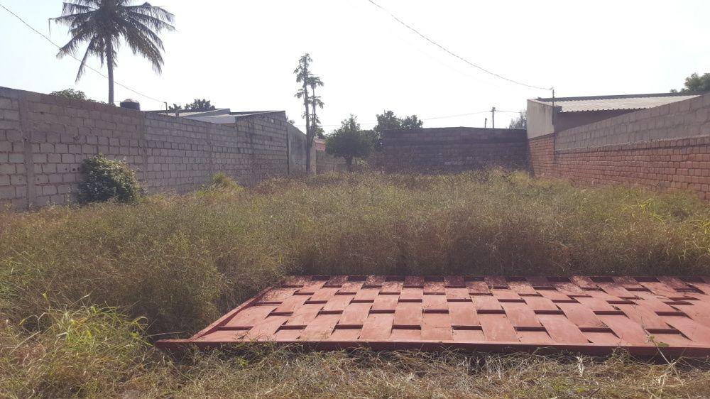 Transparece propriedade de terreno em laulane próximo da xtrada dom Al