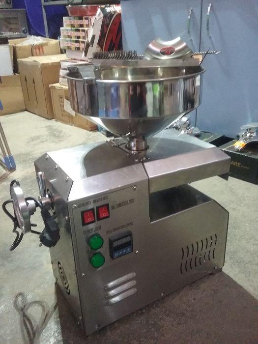 Машина За студено пресоване на масла от различни по вид семенаНОВО