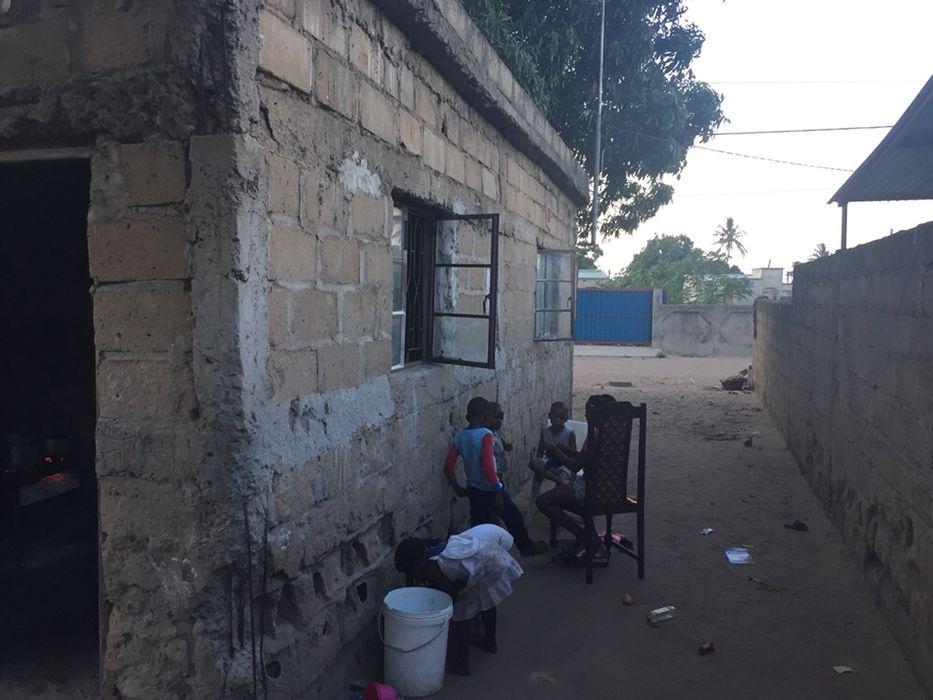 Vende-se casa t3 na Matola c700, próximo da estrada EN4