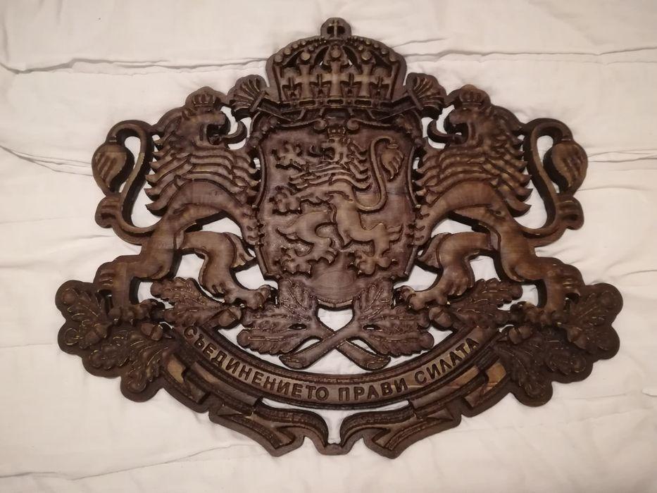 Герб на Р. България - дърворезба. револвер, пистолет, кама