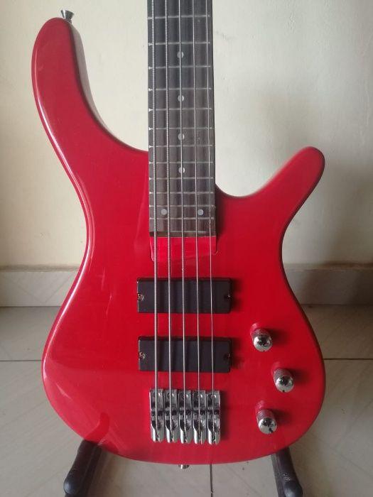 Guitarra Baixo de 5 Cordas