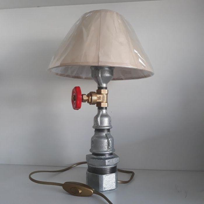 Интересна композиция от ВИК елементи (лампа,осветително тяло)