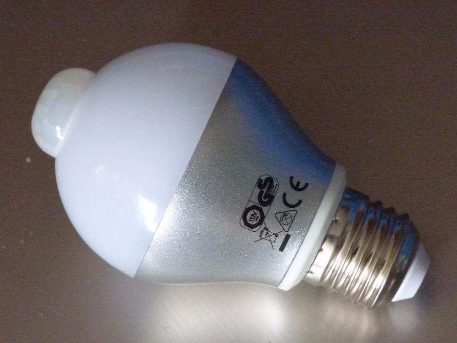 LED 6W PIR лампа с инфрачервен сензор за движение и сензор за светлина