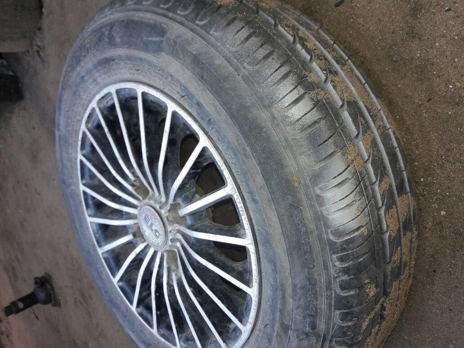 Vendo jantes e pneus novos novos novos