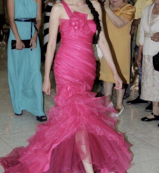 Продам красивое платье на выпускной