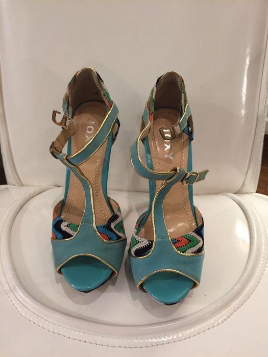 Vând sandale!