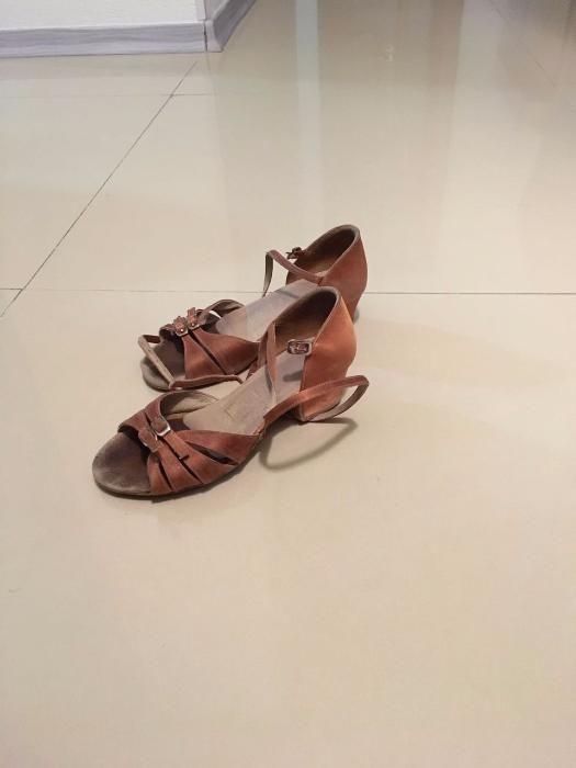 Продам детские туфли для занятия танцами р.19