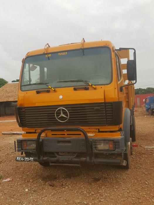 Camião Mercedes Benz