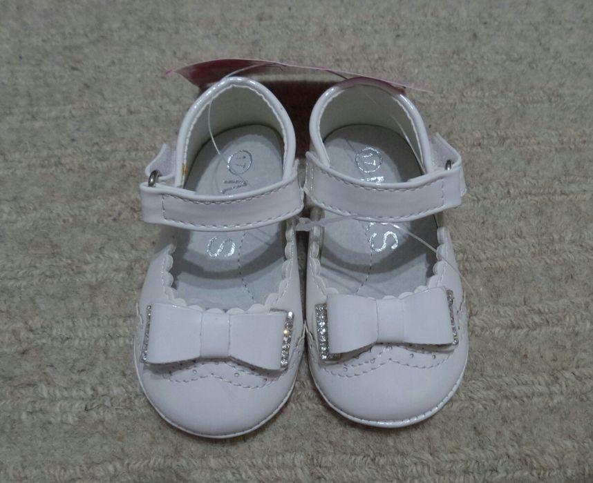 Pantofi NOI lac alb marimea 17