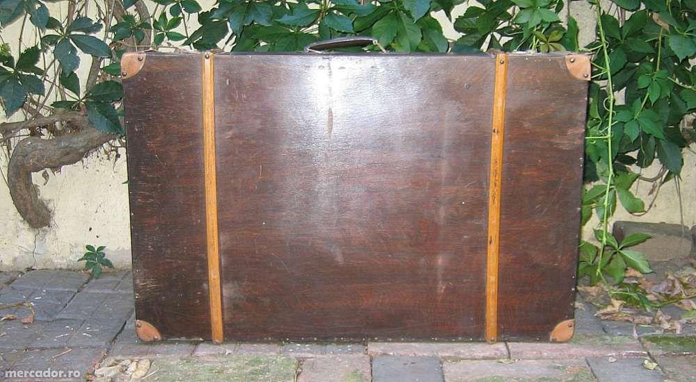 Vand valiza vintage din lemn de nuc