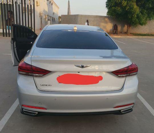 Automóvel confortável e luxuoso, praticamente novo, contacte-nos.