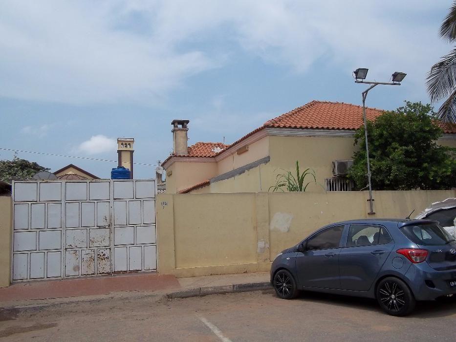 Vende-se uma vivenda grande T5 no sao Paulo no largo de Anbaca tod nov