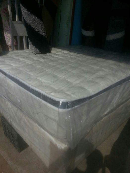 Vendo camas casais queen,ainda novas vindas de africa do sulq