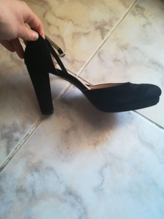 Pantofi din piele naturală întoarsă noi