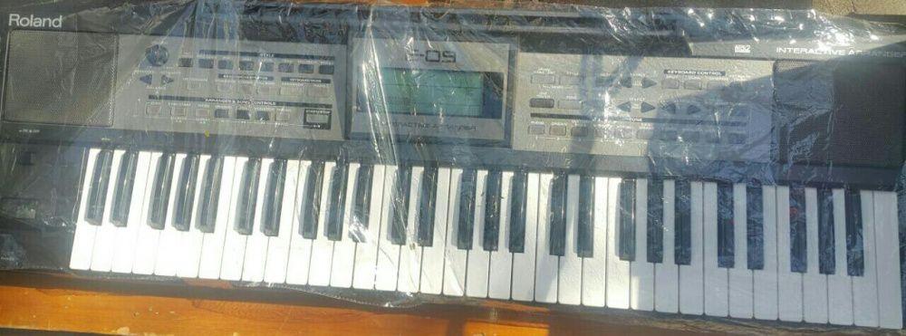 Teclado/órgão/ piano Roland E 09