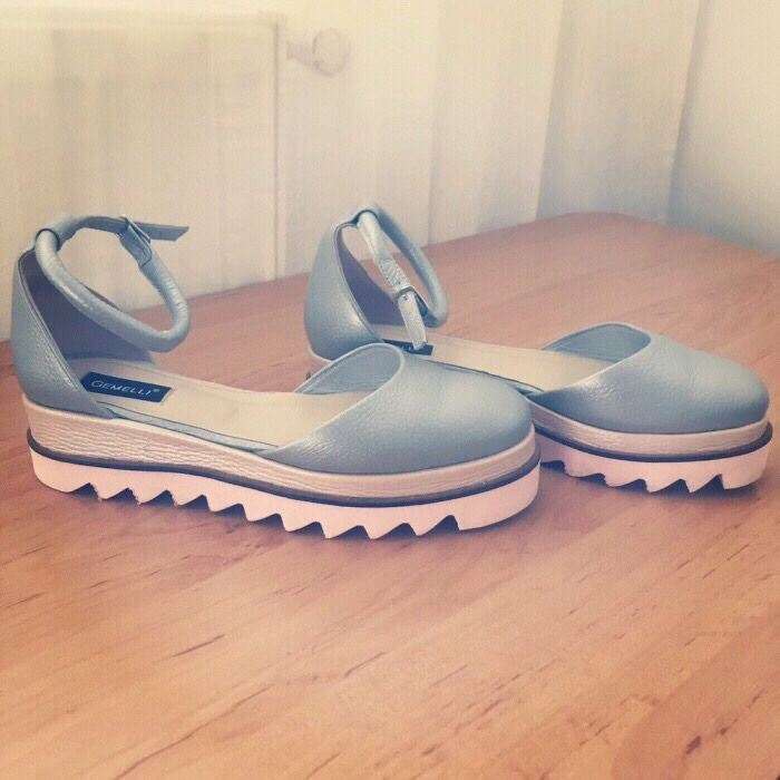 Pantofi gemelli marimea 36. Purtati o data. Sunt impecabili