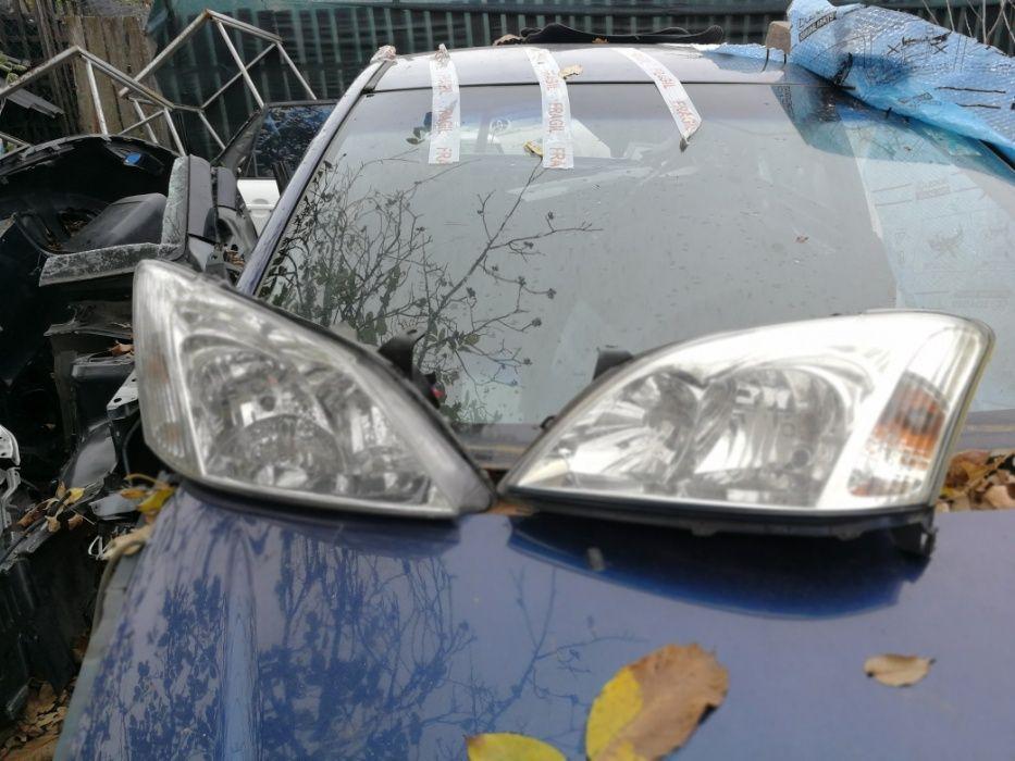 Far stanga si dreapta Toyota Corolla 2003