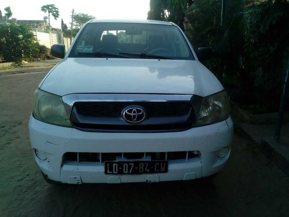 Vende-se Yoyota Hilux. 262.000 km Cx.manual