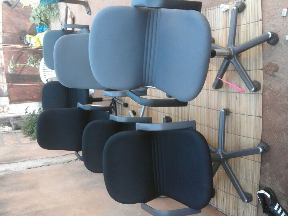 cadeiras e secretarias giratórias