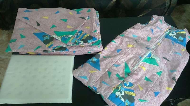 Бебешки спален комплект със зимно чувалче и дишаща възглавничка.