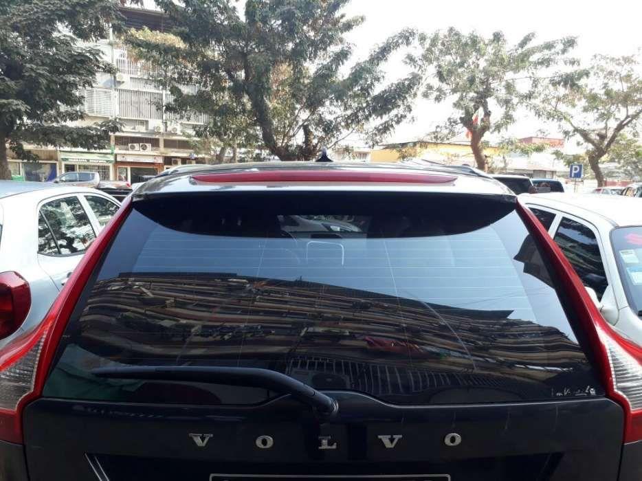Vende-se este Carro Volvo em Perfeitas condições Ano de 2011