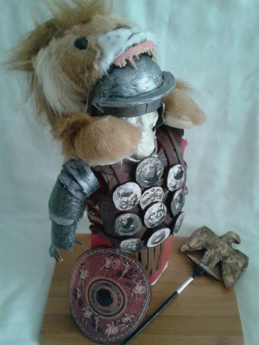 roman cu armura pumnal sabie gladius scut acvila figurina statueta