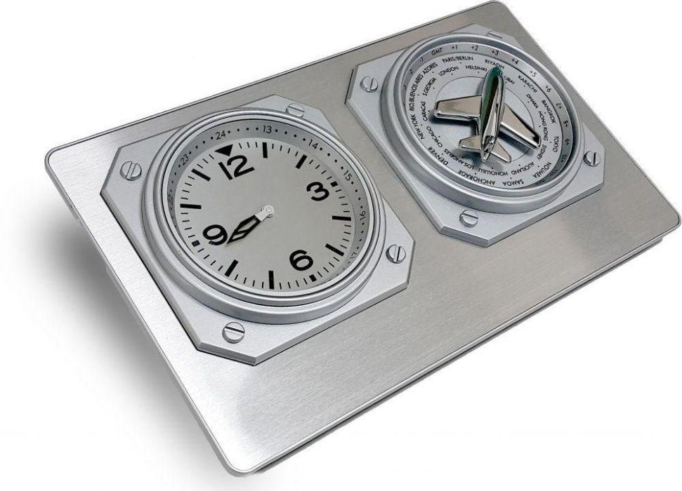 Часы настольные с функцией мирового времени