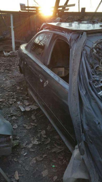 Dezmembrez Audi a4 1.6 benzina