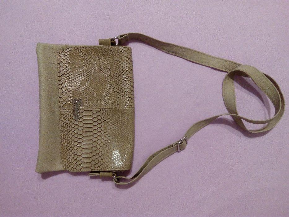 Дамски кафяви слънчеви очила и бежова чантичка през рамо