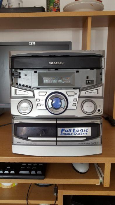 Vând combinã sharp funcționalã pe radio și casetã,cd nefuncțional.