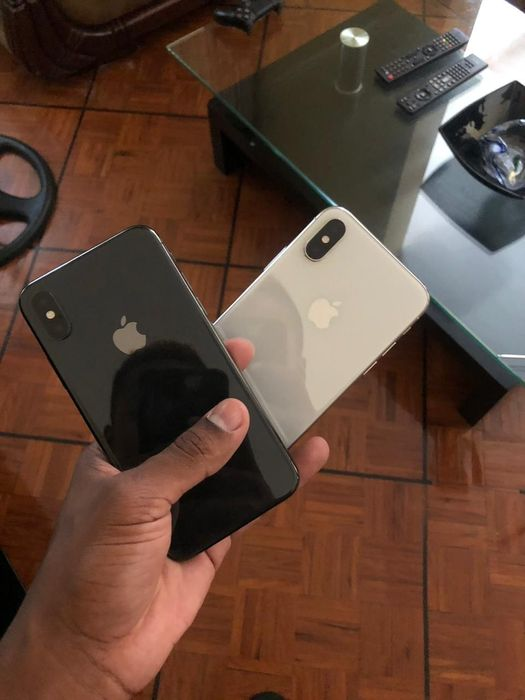 Iphone x (64gbs) preto & branco