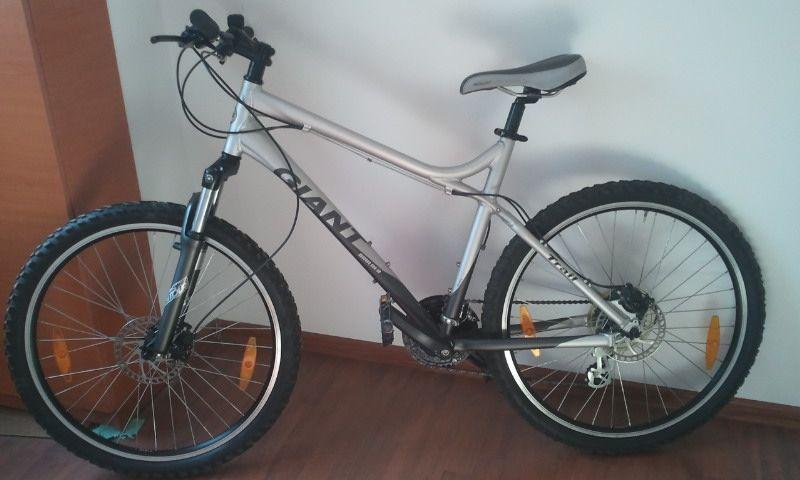 """Vand bicicleta (mountainbike) GIANT, cadru 20/21"""", roti 26""""."""