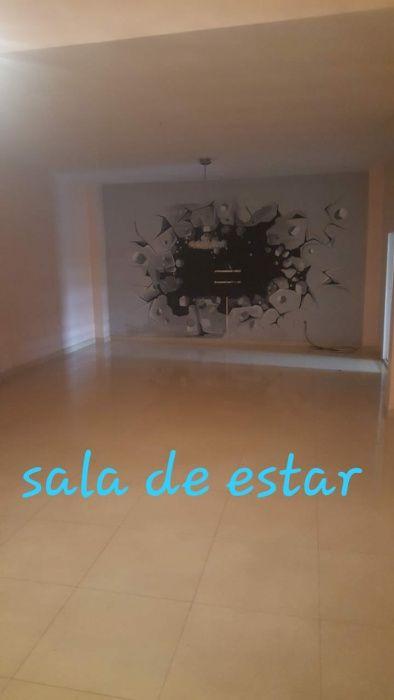 Casa a venda rés de chão e primeiro andar. T4 3-suit 2-cozinha 2-sala