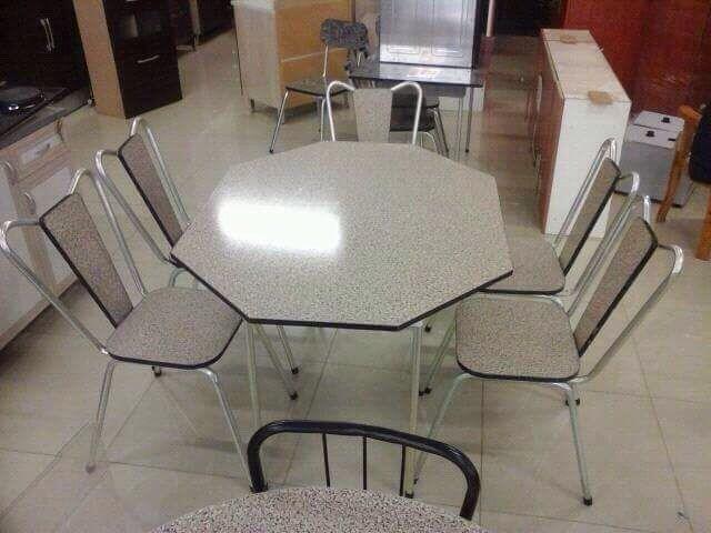 Vende se mesa com 6 cadeiras em maputo.