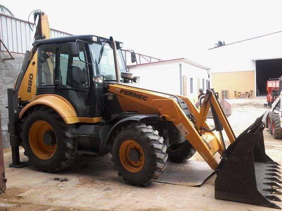 Retro escavadora Farmec 880
