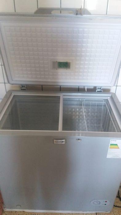 Vende se congelador sim novo, menos de um ano de uso em bom estado de